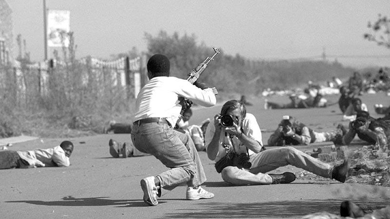 «Военный фотограф» (War Photographer), 2001 г