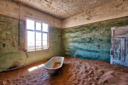 заброшенный-дом-пустыня