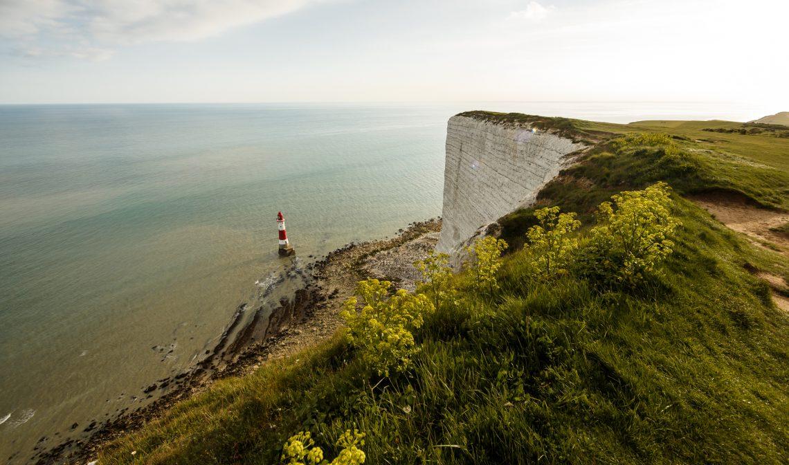Морской пейзаж с маяком фото