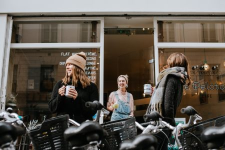 Джанель Суини об имиджевой фотографии и проекте для Booking.com