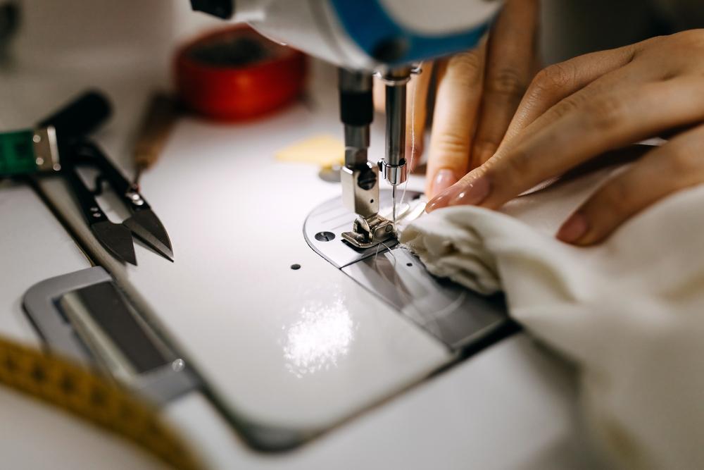 Фото работа за швейной машинкой крупный план