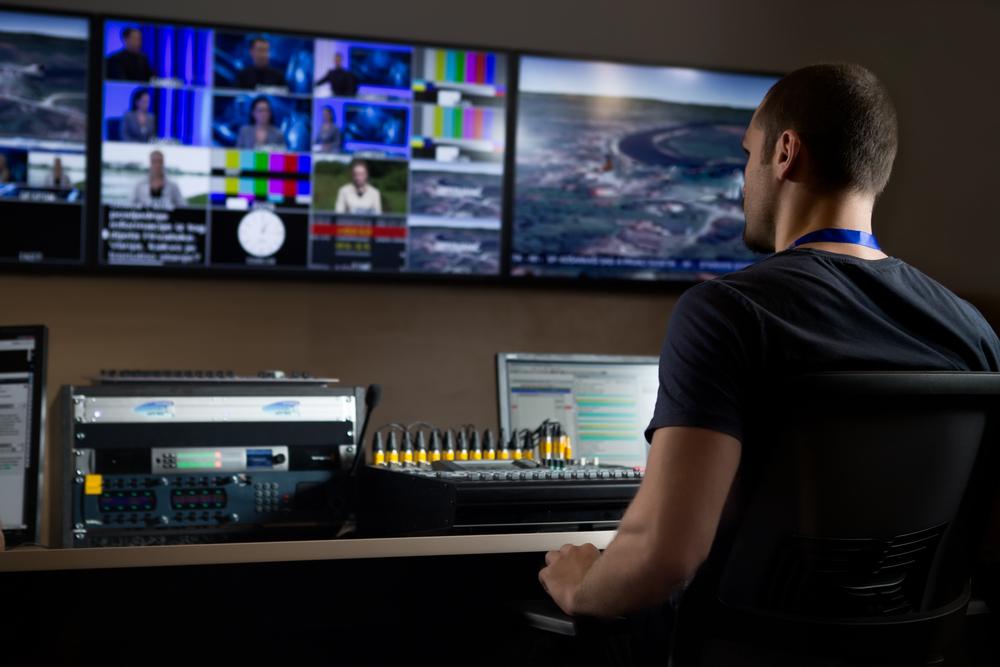 Фото мужчина в телестудии