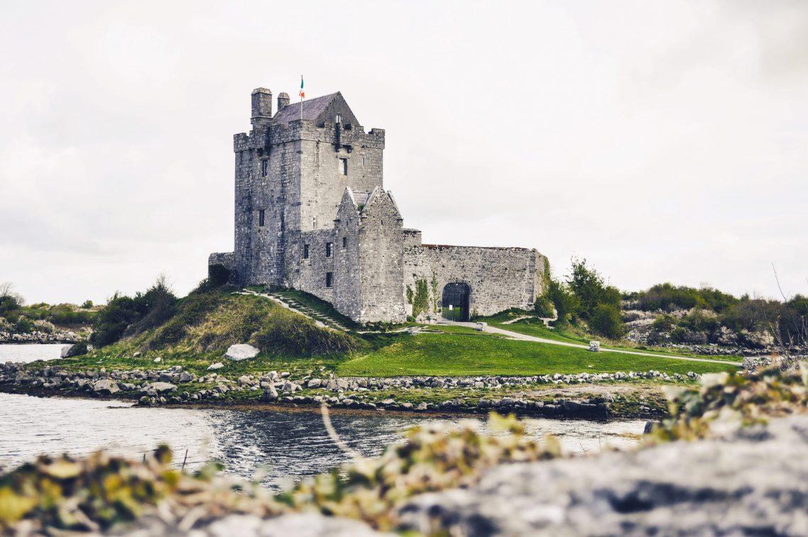 Фото старовинного замку