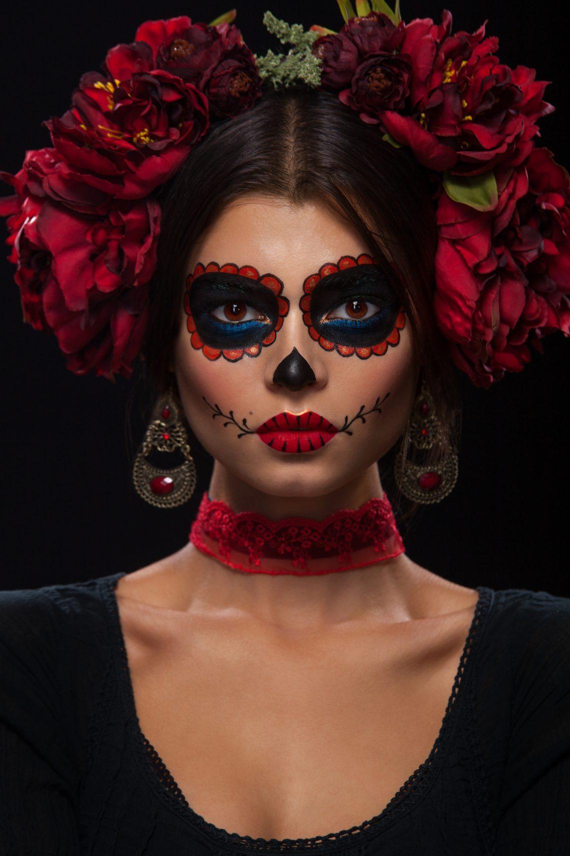 Фото дівчини з яскравим макіяжем на День мертвих