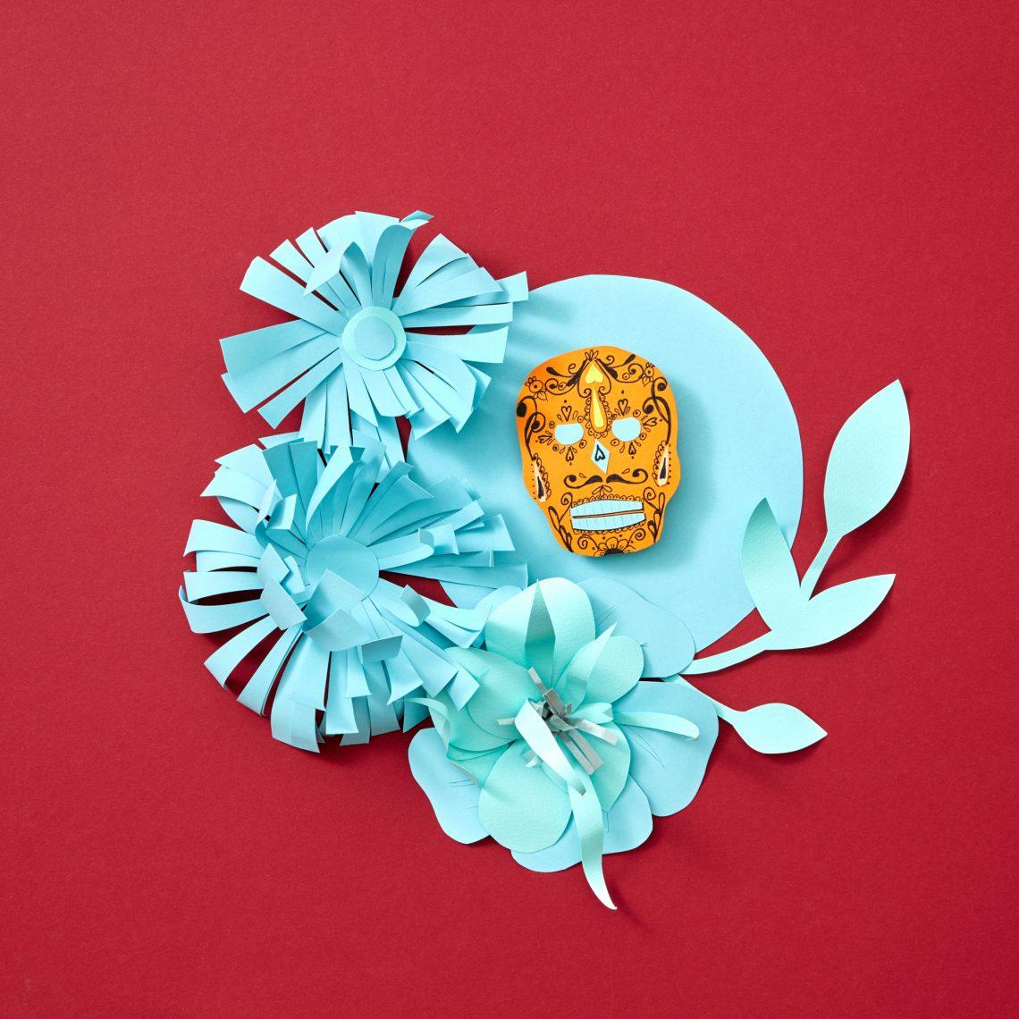 Фото паперового виробу у вигляді квітів і черепа