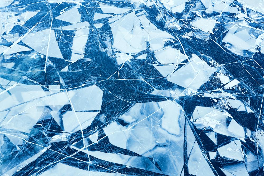 Фото синя потріскана крига