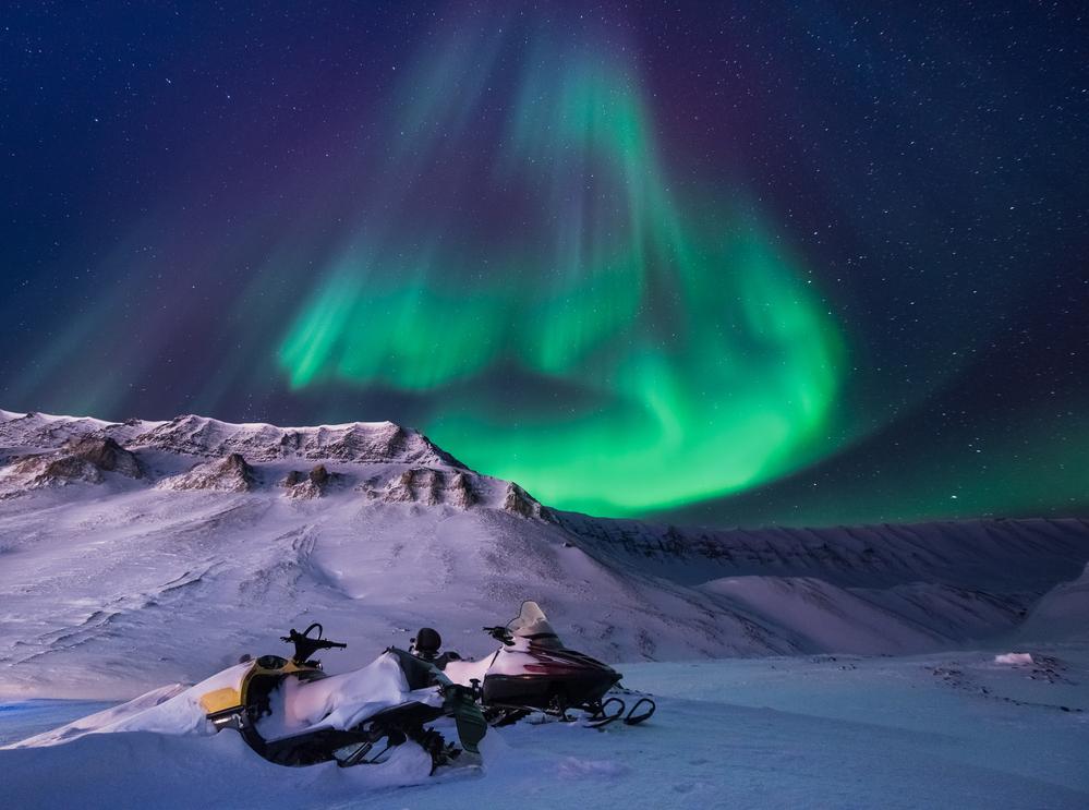 Фото північне сяйво гори