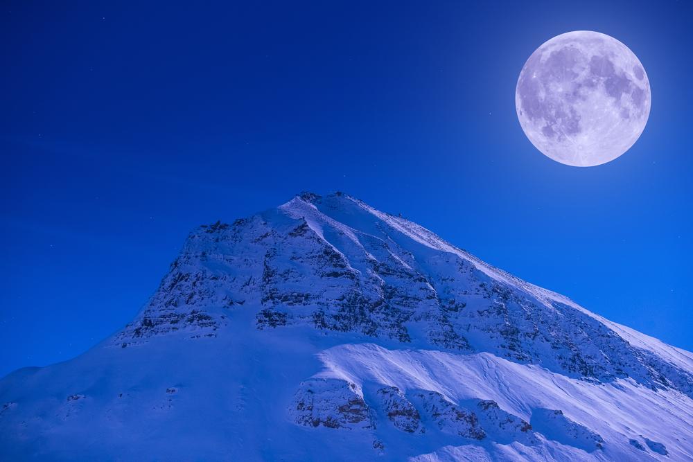 Фото місяць і гори полярна ніч