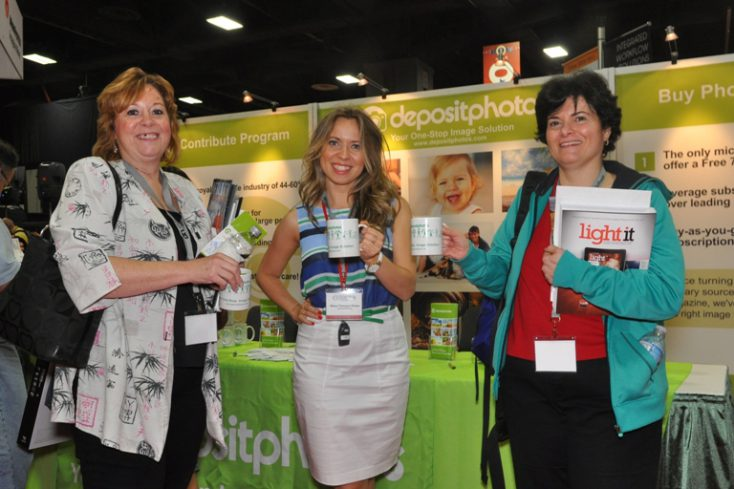 Elena giving away mugs at Depositphotos booth 525