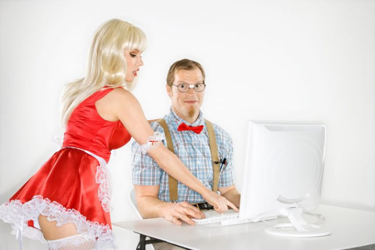 Man and woman with computer. © Depositphotos