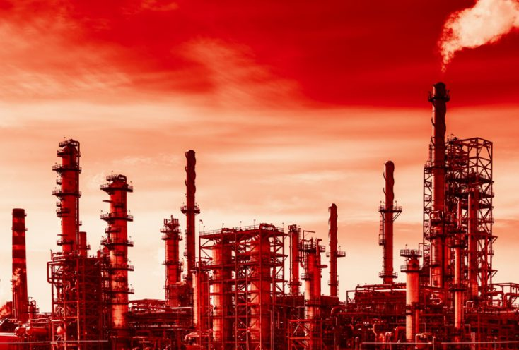 Oil refinery and global warming © Depositphotos