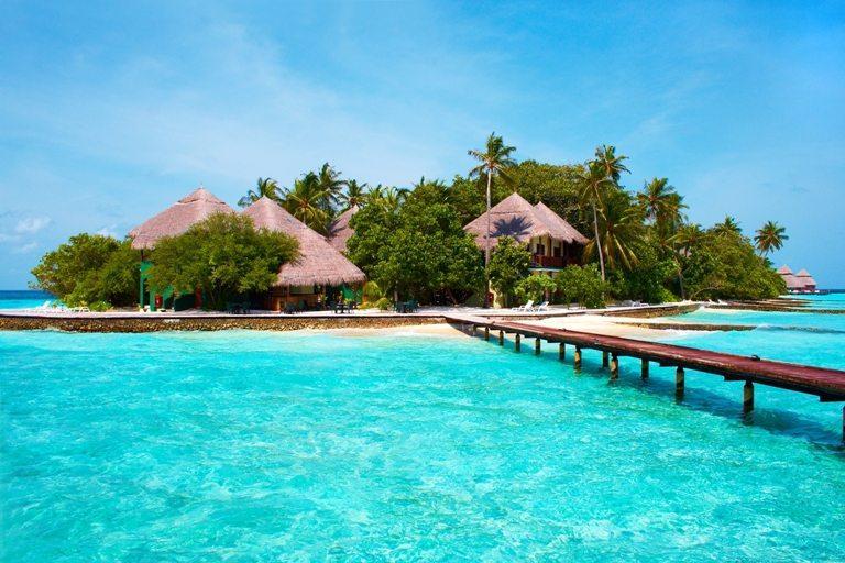 Island in the Ocean. Paradise! © Depositphotos