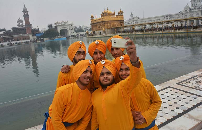 a year in pictures january 15 2016 sikh devotees are taking a selfie
