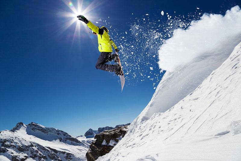 freeze motion photography example snowboarder midair