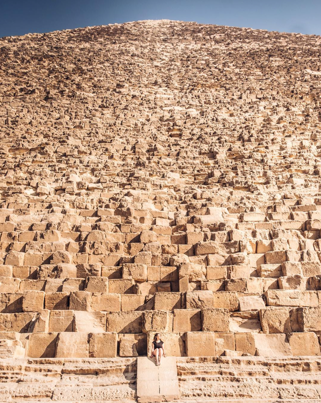 Insane perspective on just how immense The Great Pyramid of Giza is